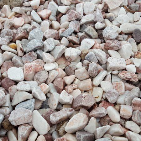 Rózsaszín görgeteg kövek