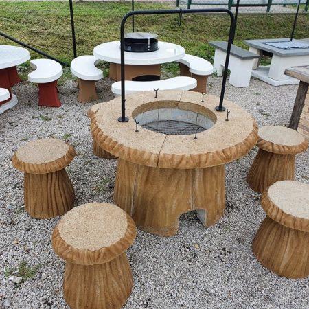 Fatörzs szalonnasütő és bográcsozó 6 székkel Bográcsozó méret: 110 x 70 cm